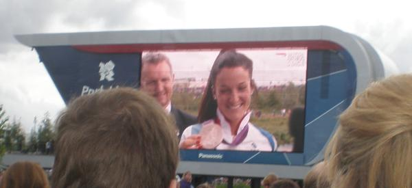 Lizzie Armitstead live on stage (just to the left there)